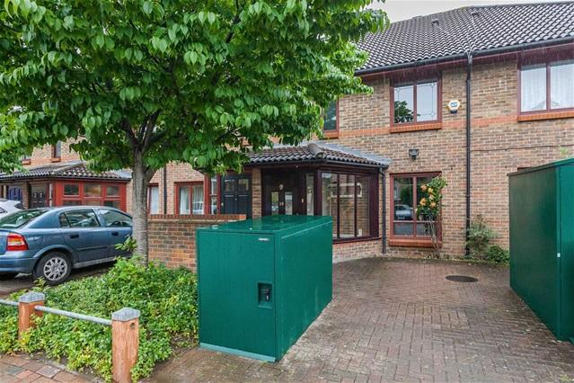 3 Bedrooms House for sale in Stafford Close, Walthamstow