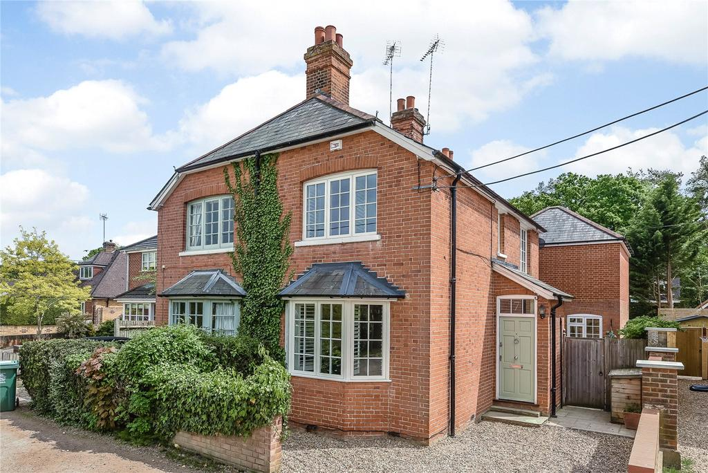 3 Bedrooms Semi Detached House for sale in Kiln Lane, Winkfield, Windsor, Berkshire