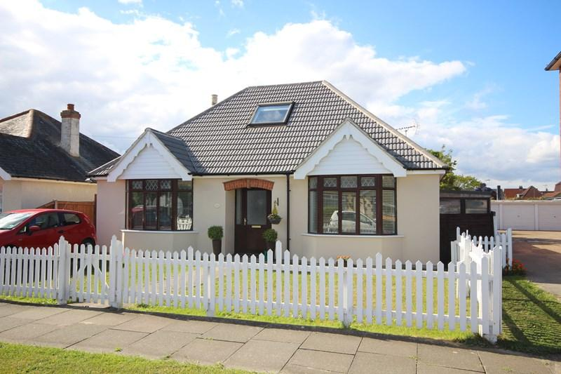 3 Bedrooms Detached Bungalow for sale in Salisbury Road, Holland on Sea