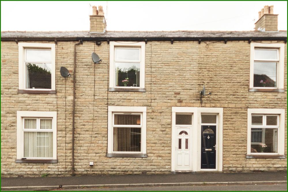 2 Bedrooms Terraced House for sale in Clayton Street, Barnoldswick BB18