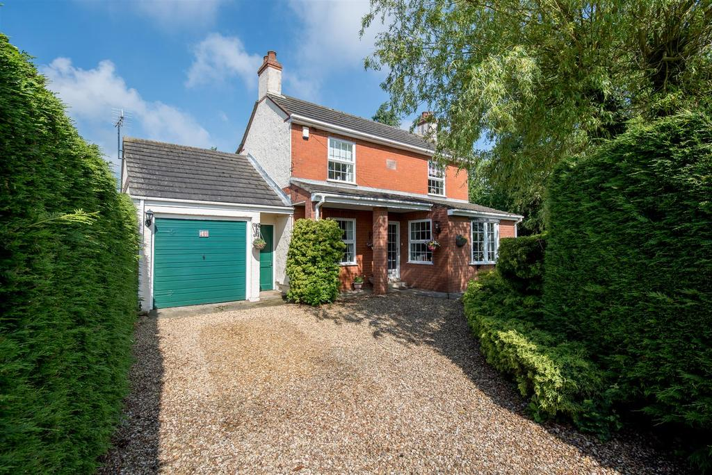 3 Bedrooms Detached House for sale in Seas End Road, Moulton Seas End