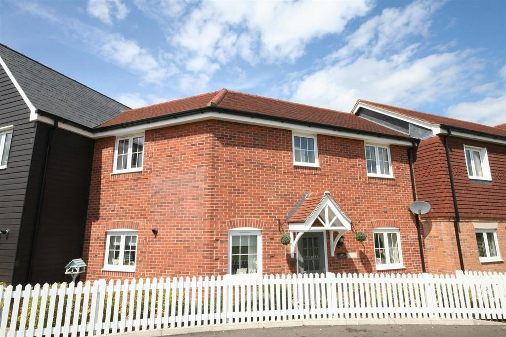 4 Bedrooms Terraced House for sale in Meadow Drive, Henfield