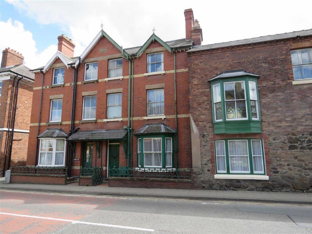 5 Bedrooms Semi Detached House for sale in Salop Road, Welshpool, SY21