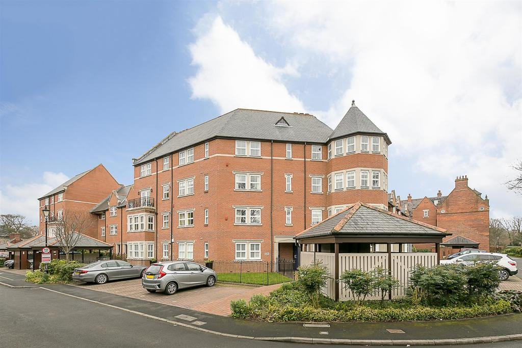 3 Bedrooms Flat for sale in Princess Mary Court, Jesmond, Newcastle upon Tyne