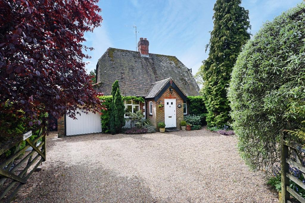 3 Bedrooms Detached House for sale in Gatehouse Lane Burgess Hill West Sussex RH15