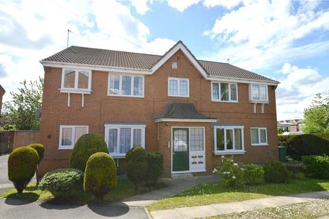 2 bedroom apartment for sale - Richmond Close, Bramley, Leeds, West Yorkshire