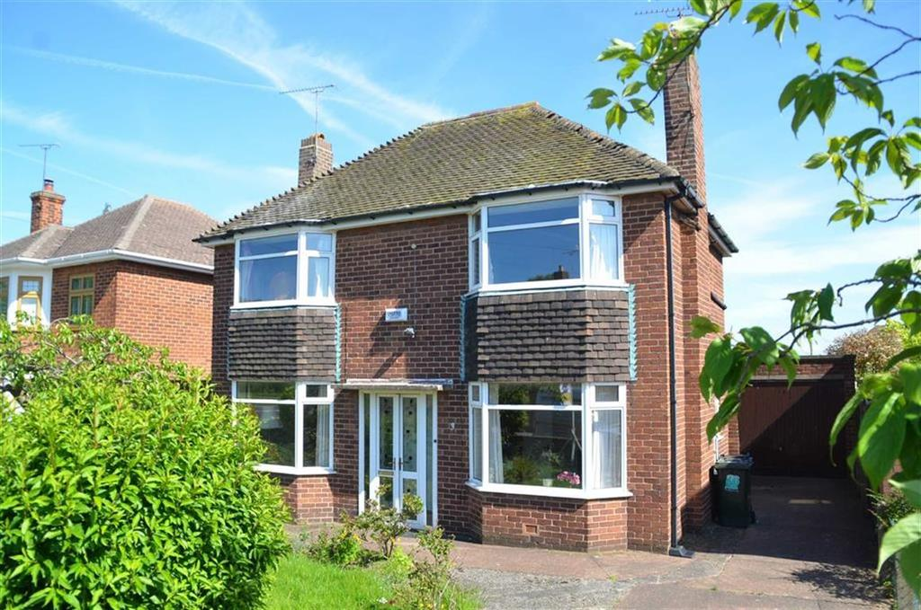 3 Bedrooms Detached House for sale in Clydesdale, Whitby, CH65