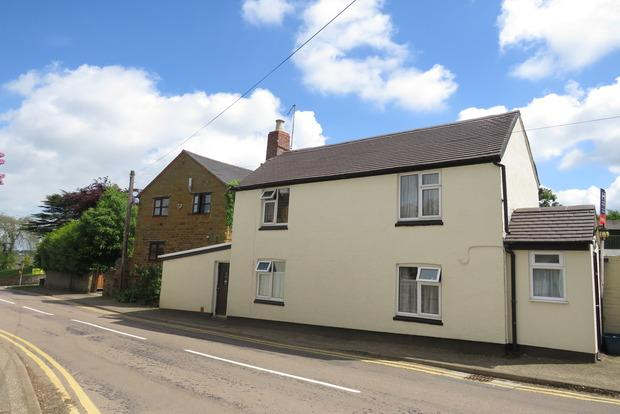 2 Bedrooms Cottage House for sale in Brixworth Road, Spratton, Northampton, NN6