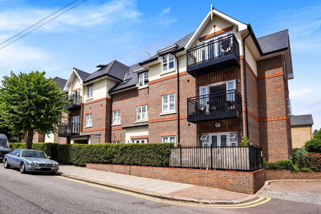 3 Bedrooms Flat for sale in Chelmsford Road, Southgate, N14
