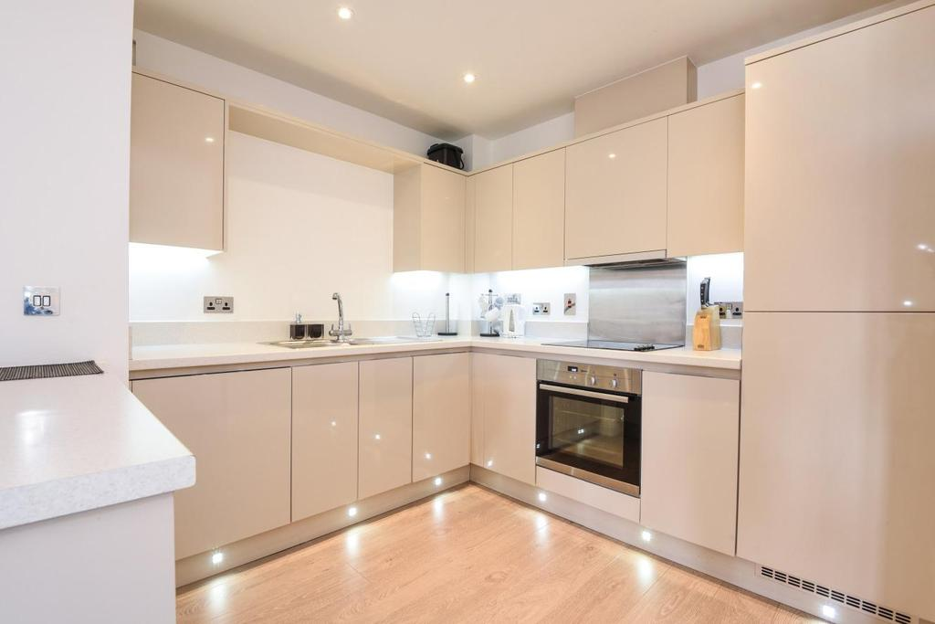 3 Bedrooms Flat for sale in Chelmsford Road, Southgate