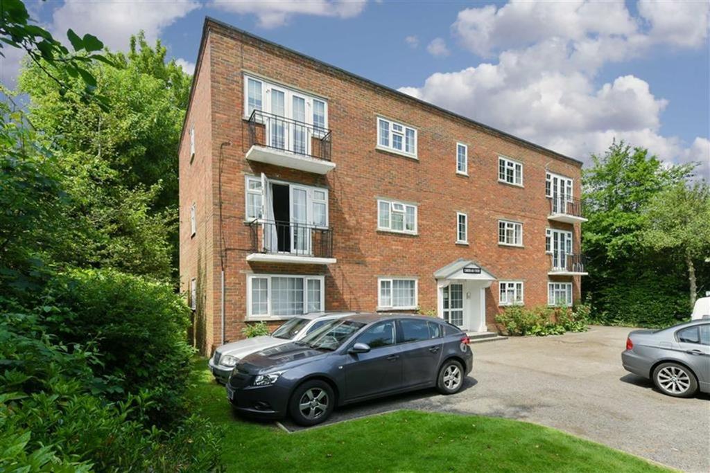 2 Bedrooms Flat for sale in Ebbisham Court, Epsom, Surrey