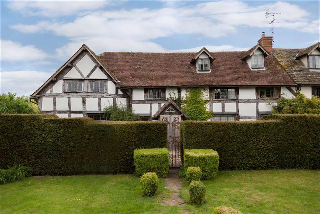4 Bedrooms Barn Conversion Character Property for sale in Ivington Court, IVINGTON, Ivington, Herefordshire
