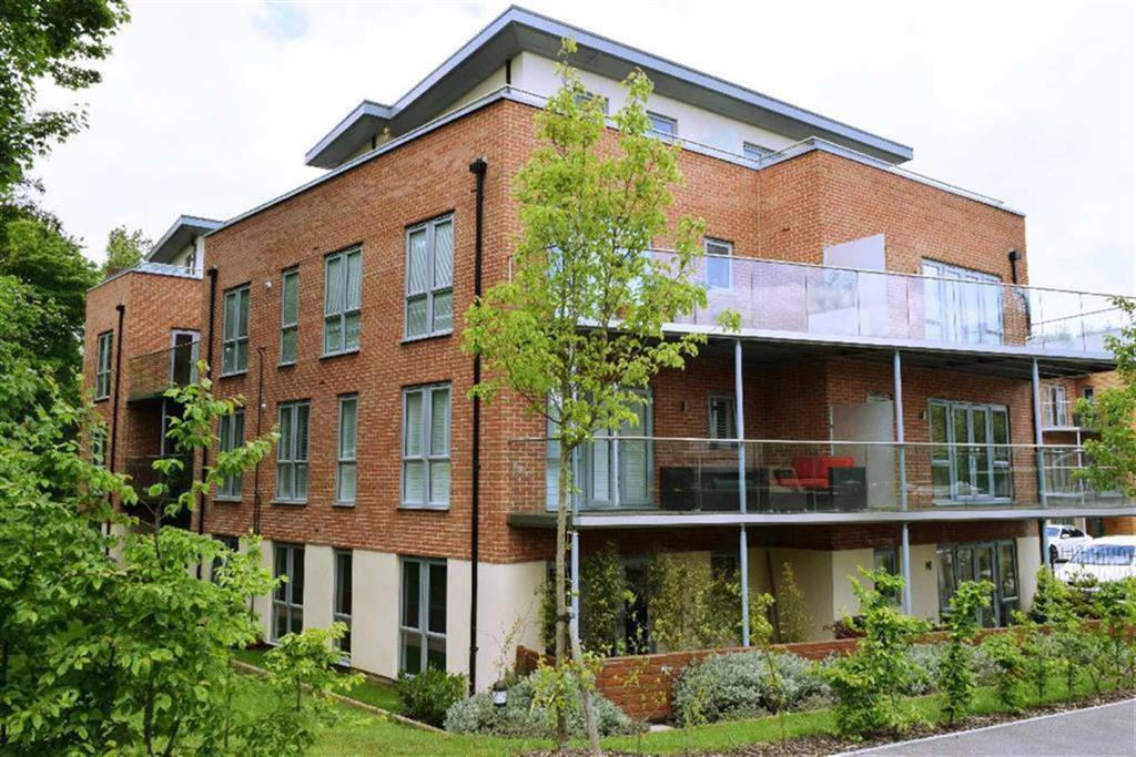 1 Bedroom Flat for sale in Redwood Place, Sevenoaks, TN13