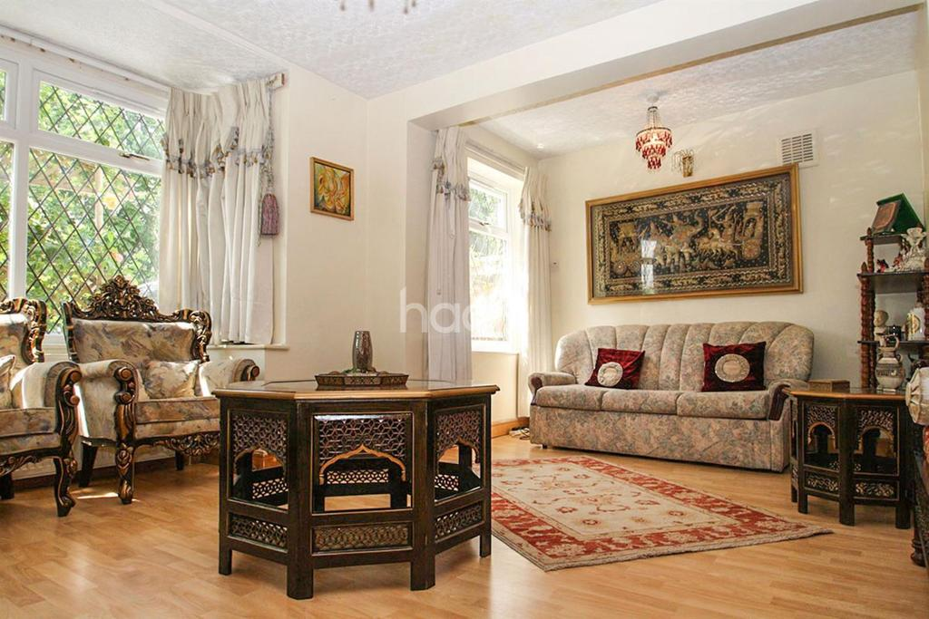 5 Bedrooms Bungalow for sale in Northolt