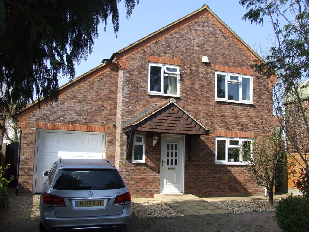 3 Bedrooms Detached House for sale in Pound Close, Petworth GU28