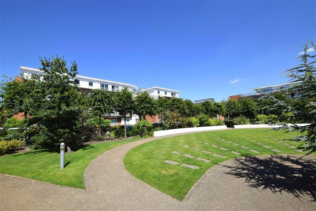 2 Bedrooms Apartment Flat for sale in Romana Square, Timperley, Cheshire, WA14