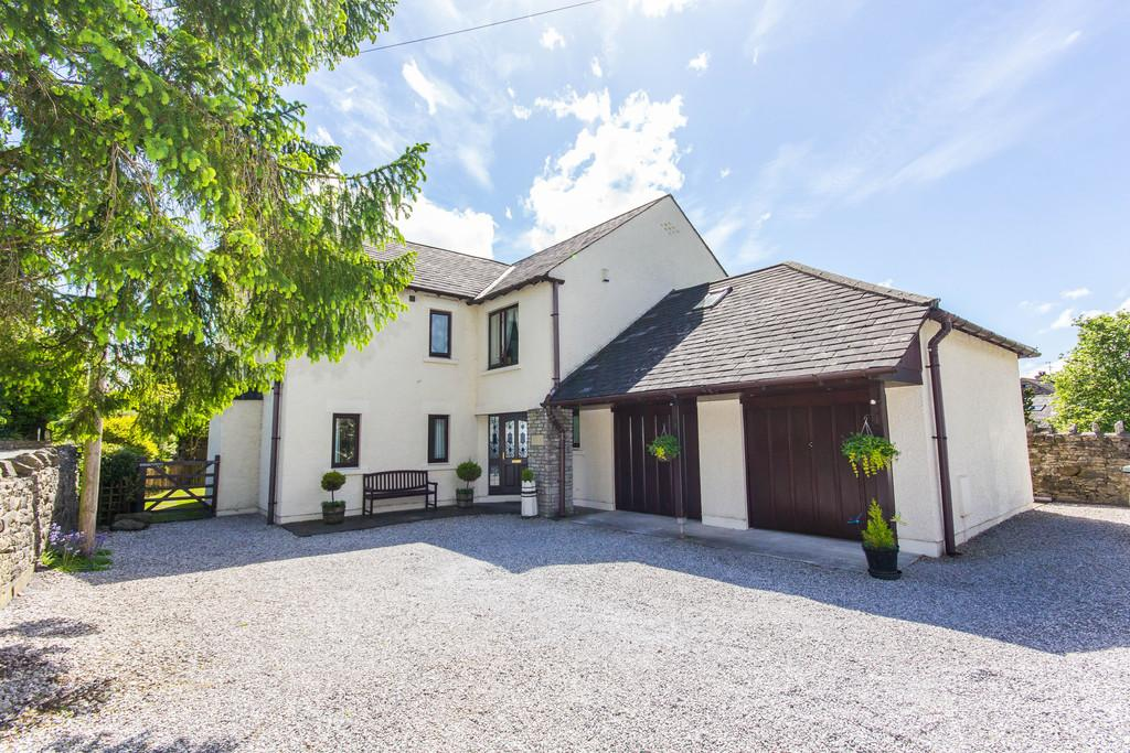 5 Bedrooms Detached House for sale in High Beck House, Lonsdale Square, Holme, Carnforth