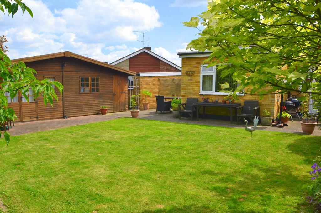 2 Bedrooms Semi Detached Bungalow for sale in Heycroft Way, Chelmsford