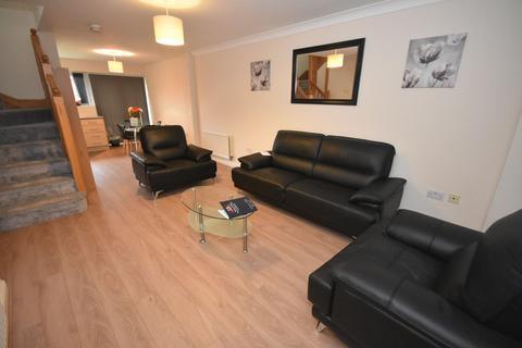 3 bedroom terraced house to rent - Mackworth Street Hulme Manchester. M15 5LP