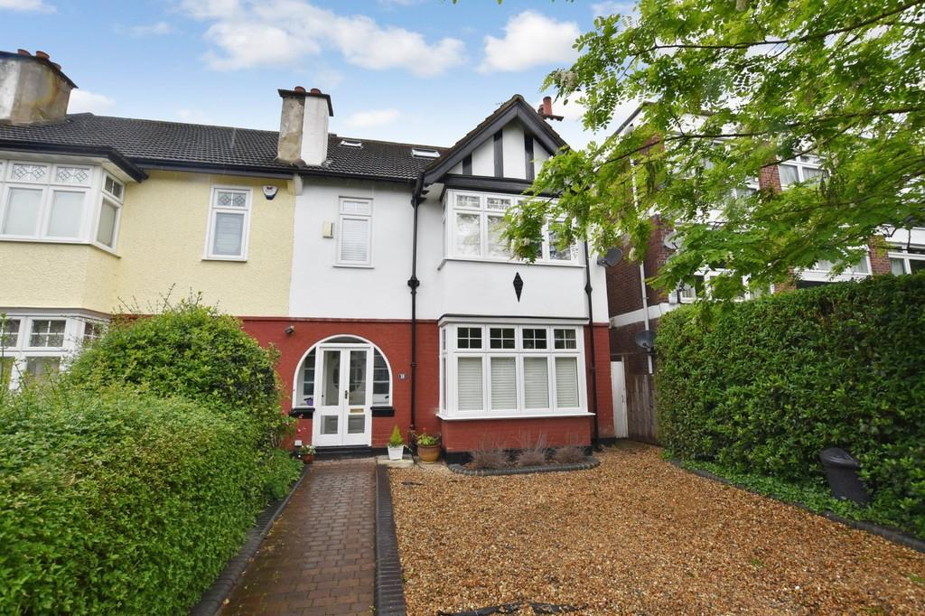 6 Bedrooms End Of Terrace House for sale in Blake Hall Road, Wanstead