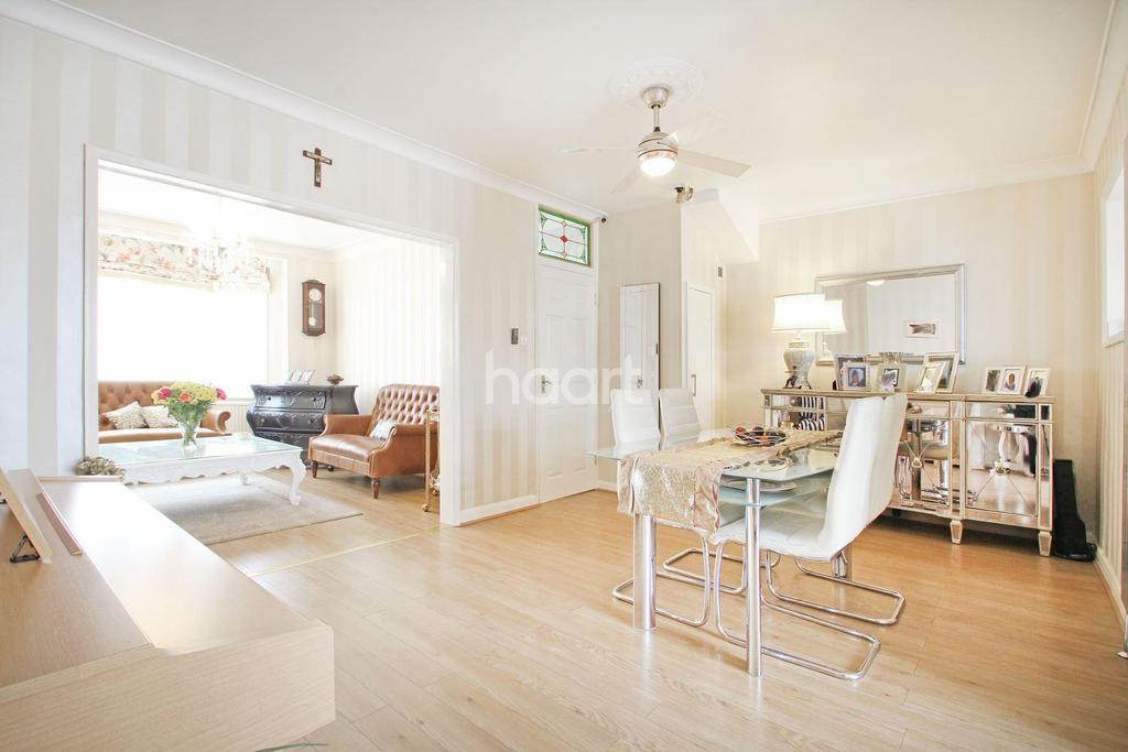4 Bedrooms Terraced House for sale in Glenwood Drive, Gidea Park