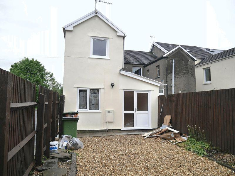 2 Bedrooms Terraced House for sale in Station Terrace , Pontyclun, CF72 9ES