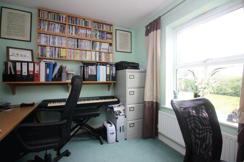 Aelfric meadow portishead 4 bed detached house for sale for Detached home office