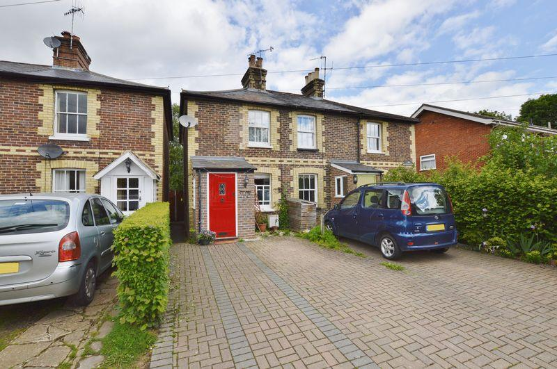 2 Bedrooms End Of Terrace House for sale in Old Manor Lane, Chilworth