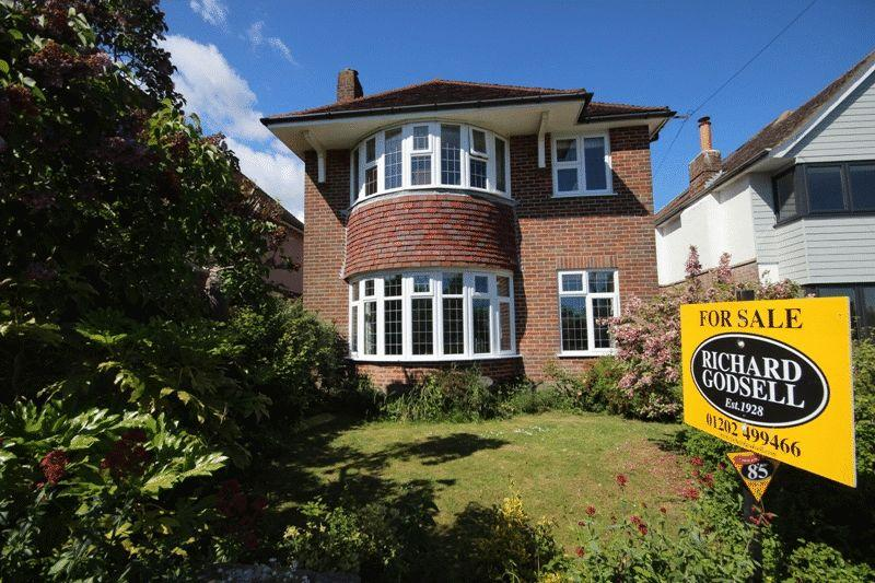 4 Bedrooms Detached House for sale in CHRISTCHURCH