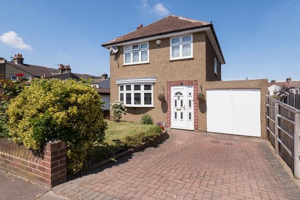 3 Bedrooms Detached House for sale in Horsa Road, Erith, DA8