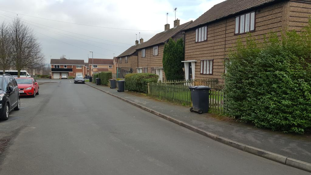 2 Bedrooms Semi Detached House for rent in Sugar Hill Close, Oulton, Leeds LS26