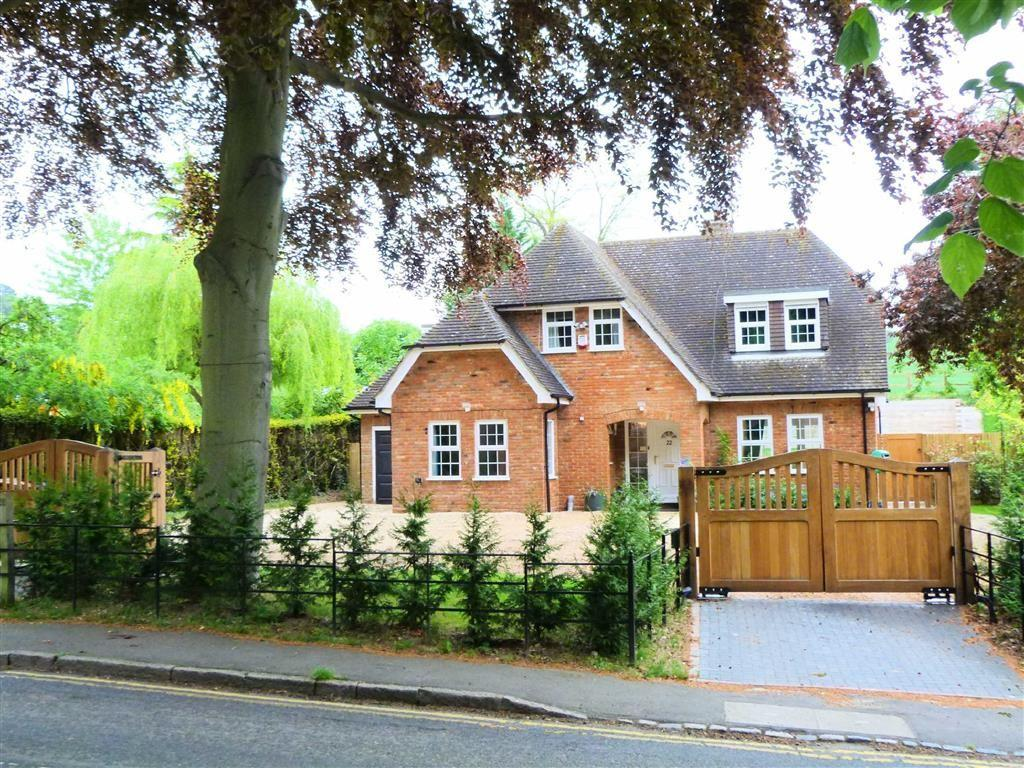 4 Bedrooms Detached House for sale in New Road, Digswell, Welwyn