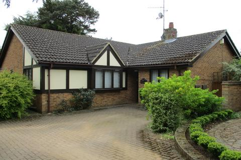 4 bedroom bungalow for sale - Harlestone Road, Northampton, NN5
