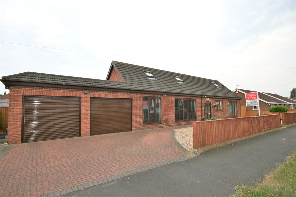 4 Bedrooms Detached Bungalow for sale in Carrington Drive, Humberston, DN36