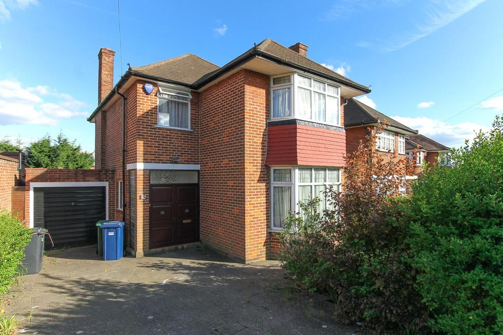 3 Bedrooms Detached House for sale in Harrowes Meade, Edgware, London, HA8