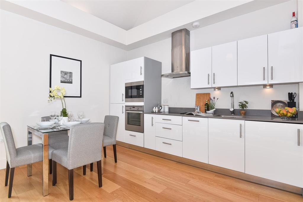 2 Bedrooms Flat for sale in White Hart Lane, Barnes
