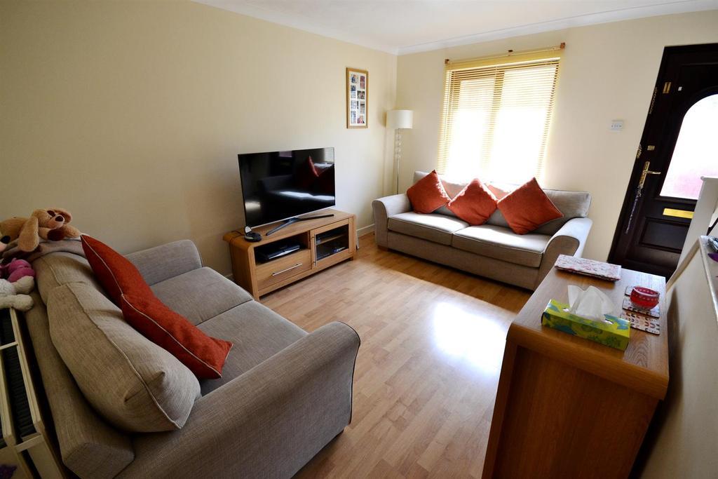 3 Bedrooms Terraced House for sale in School Gardens, Pennar, Pembroke Dock