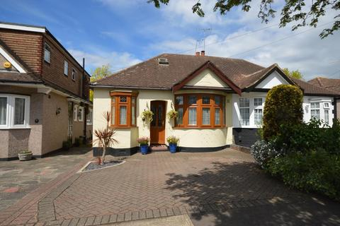 2 bedroom semi-detached bungalow for sale - Glamis Drive, Hornchurch, Essex, RM11