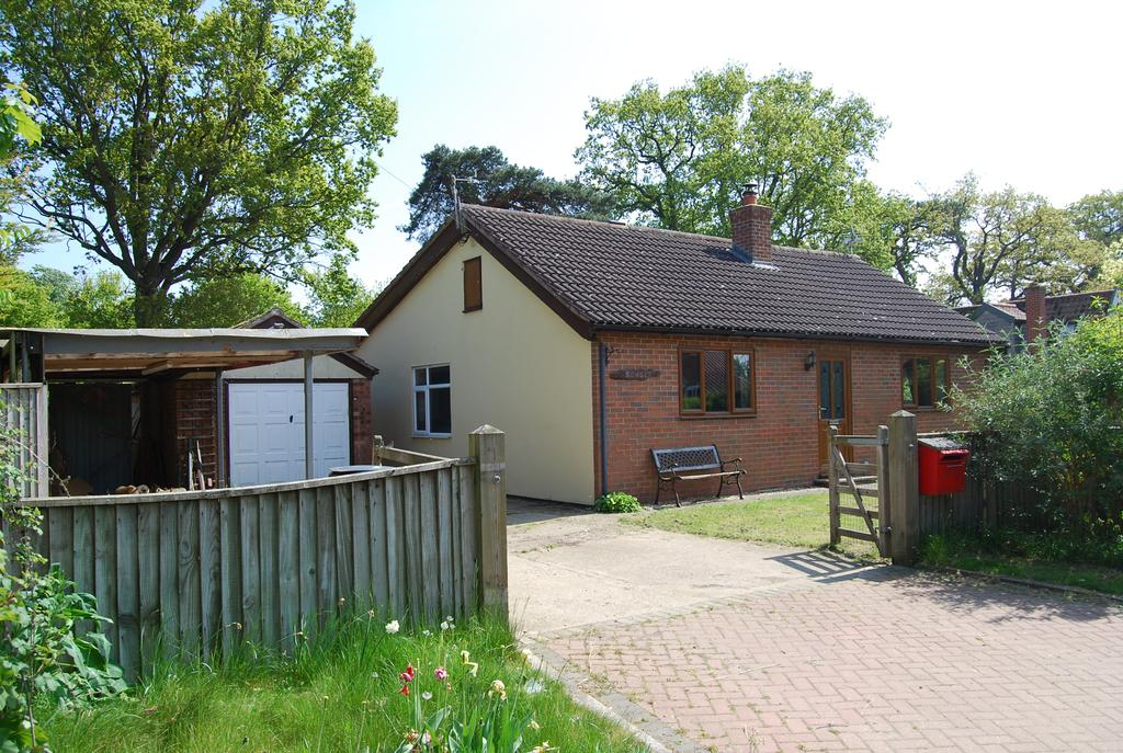 3 Bedrooms Detached Bungalow for sale in Shop Street, Whinburgh NR19