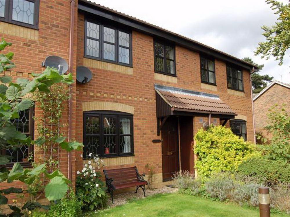 2 Bedrooms Terraced House for sale in Thornbury Green, Twyford, Berkshire, RG10