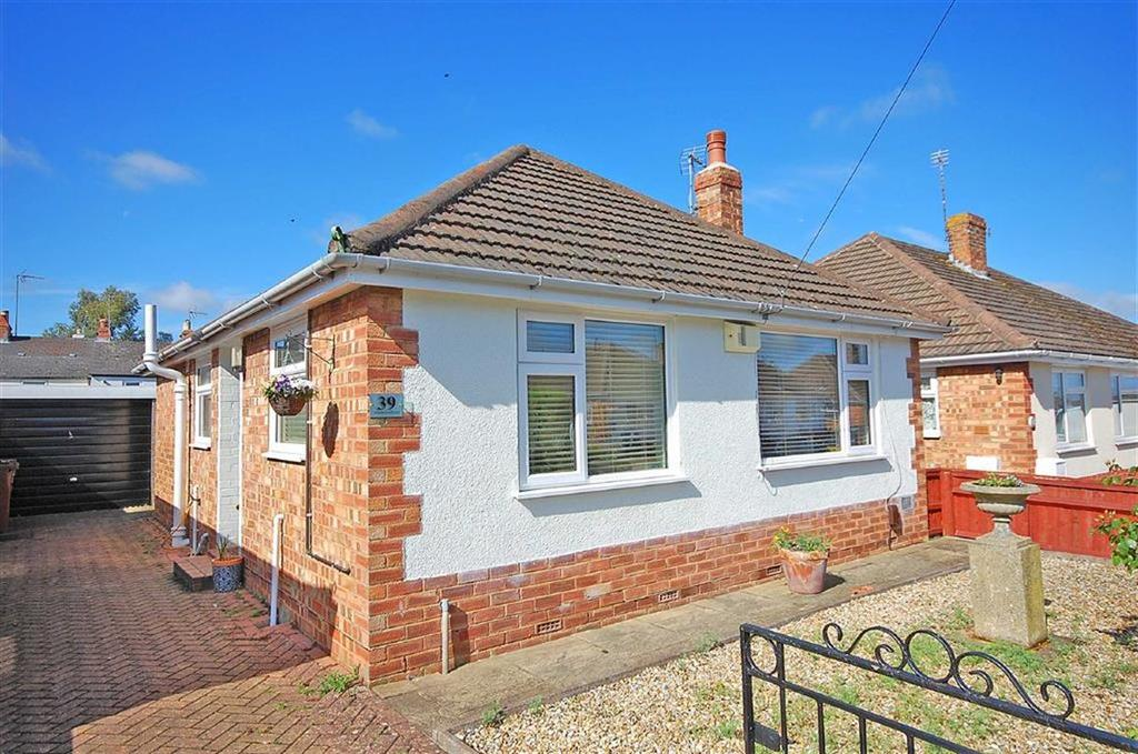 2 Bedrooms Detached Bungalow for sale in Strickland Road, Charlton Kings, Cheltenham, GL52