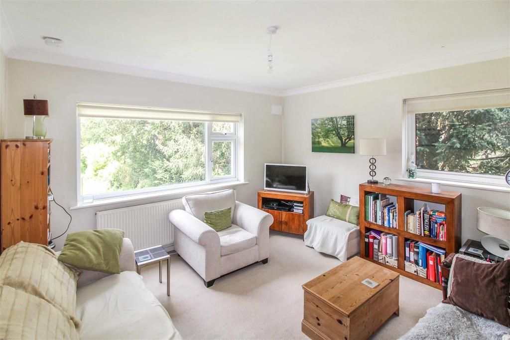 2 Bedrooms Apartment Flat for sale in Upper Holly Walk, Leamington Spa