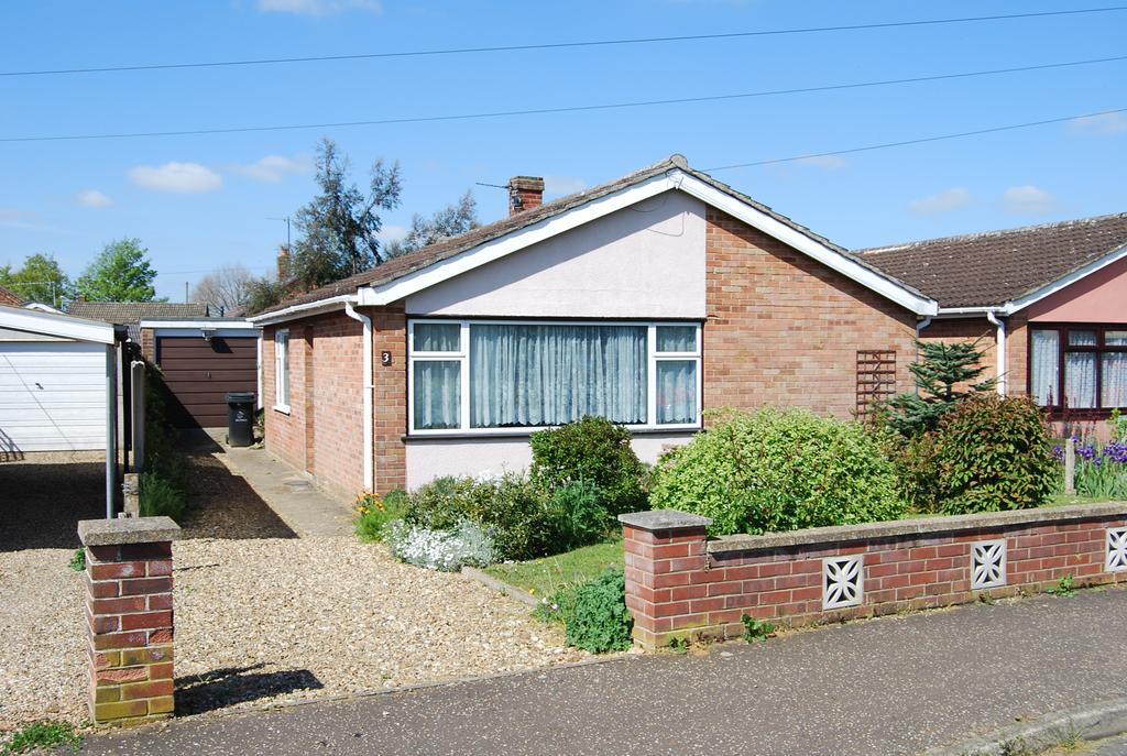 2 Bedrooms Detached Bungalow for sale in Chestnut Close, Dereham NR19