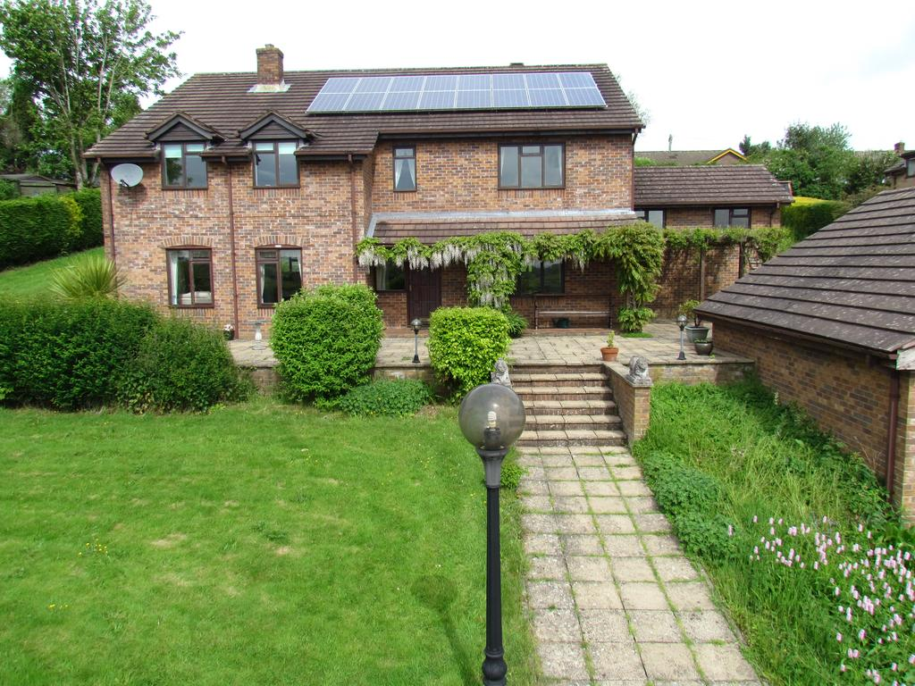 5 Bedrooms Detached House for sale in SPRING BANK, TREFONEN, OSWESTRY SY10