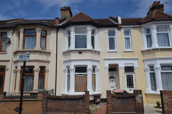 3 Bedrooms Terraced House for sale in Winter Avenue , East Ham
