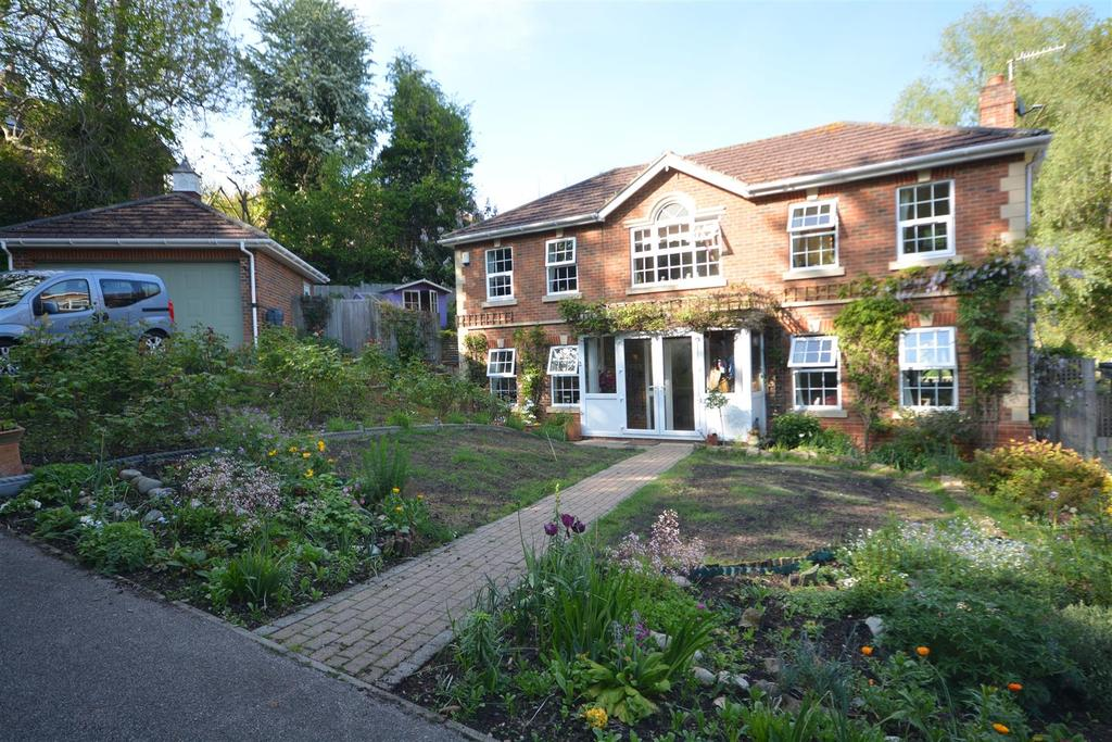 4 Bedrooms Detached House for sale in Broad Buckler, St. Leonards-On-Sea