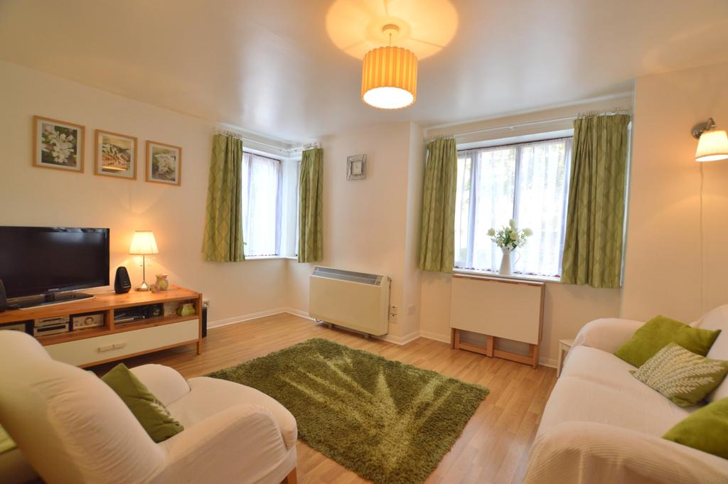 1 Bedroom Flat for sale in Maroons Way Catford SE6