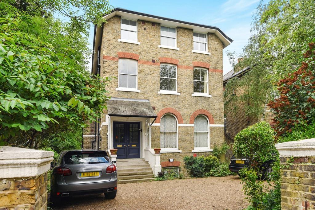 2 Bedrooms Flat for sale in Kidbrooke Grove Blackheath SE3