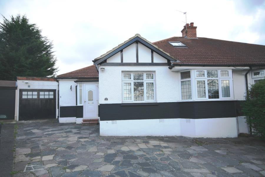 4 Bedrooms Semi Detached House for sale in Tudor Close, Kingsbury NW9 8SU