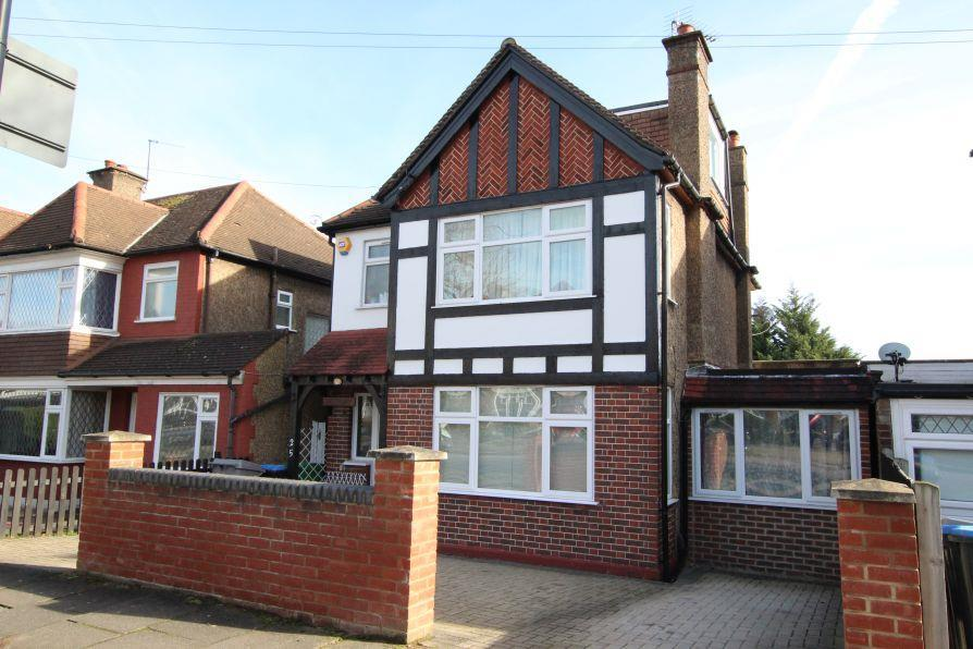 4 Bedrooms Detached House for sale in Ambleside Gardens, South Kenton HA9 8TL